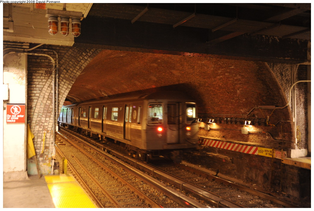 (272k, 1044x701)<br><b>Country:</b> United States<br><b>City:</b> New York<br><b>System:</b> New York City Transit<br><b>Line:</b> BMT Franklin<br><b>Location:</b> Botanic Garden <br><b>Route:</b> Franklin Shuttle<br><b>Car:</b> R-68 (Westinghouse-Amrail, 1986-1988)   <br><b>Photo by:</b> David Pirmann<br><b>Date:</b> 8/27/2008<br><b>Viewed (this week/total):</b> 0 / 4089