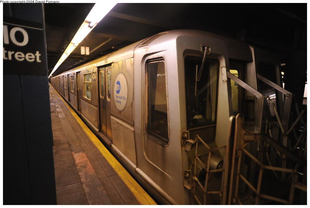 (213k, 1044x701)<br><b>Country:</b> United States<br><b>City:</b> New York<br><b>System:</b> New York City Transit<br><b>Line:</b> IND 8th Avenue Line<br><b>Location:</b> 110th Street/Cathedral Parkway <br><b>Route:</b> B<br><b>Car:</b> R-40 (St. Louis, 1968)  4264 <br><b>Photo by:</b> David Pirmann<br><b>Date:</b> 8/27/2008<br><b>Viewed (this week/total):</b> 0 / 2201