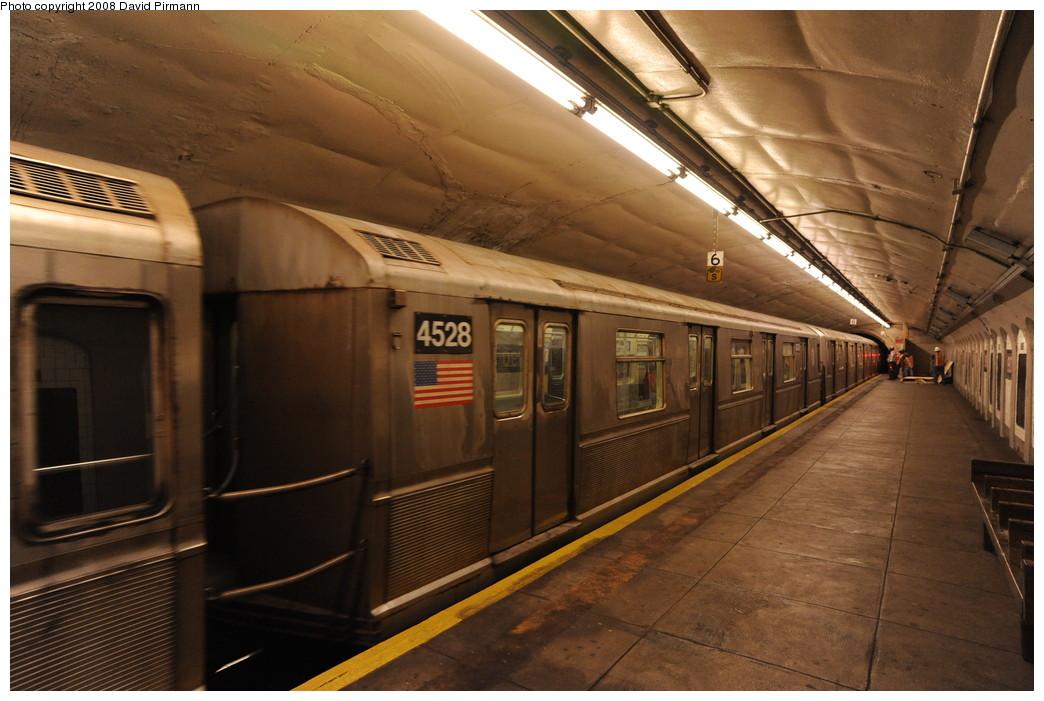 (250k, 1044x701)<br><b>Country:</b> United States<br><b>City:</b> New York<br><b>System:</b> New York City Transit<br><b>Line:</b> IND 8th Avenue Line<br><b>Location:</b> 190th Street/Overlook Terrace <br><b>Route:</b> A<br><b>Car:</b> R-40M (St. Louis, 1969)  4528 <br><b>Photo by:</b> David Pirmann<br><b>Date:</b> 8/27/2008<br><b>Viewed (this week/total):</b> 1 / 1429