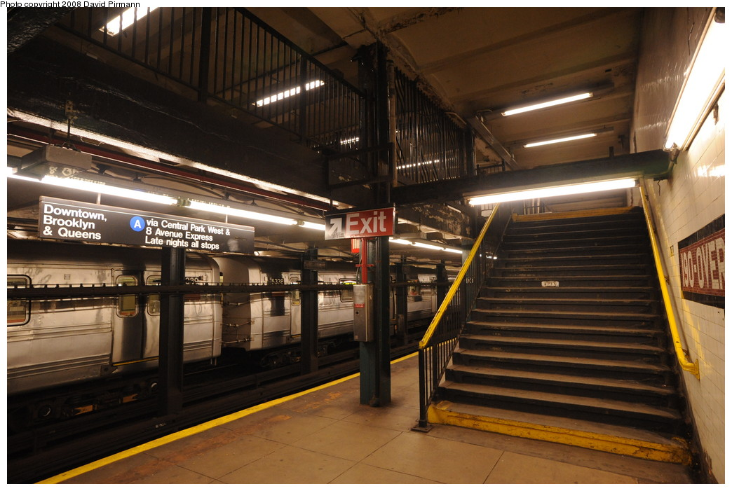 (263k, 1044x701)<br><b>Country:</b> United States<br><b>City:</b> New York<br><b>System:</b> New York City Transit<br><b>Line:</b> IND 8th Avenue Line<br><b>Location:</b> 190th Street/Overlook Terrace<br><b>Photo by:</b> David Pirmann<br><b>Date:</b> 8/27/2008<br><b>Viewed (this week/total):</b> 0 / 1399
