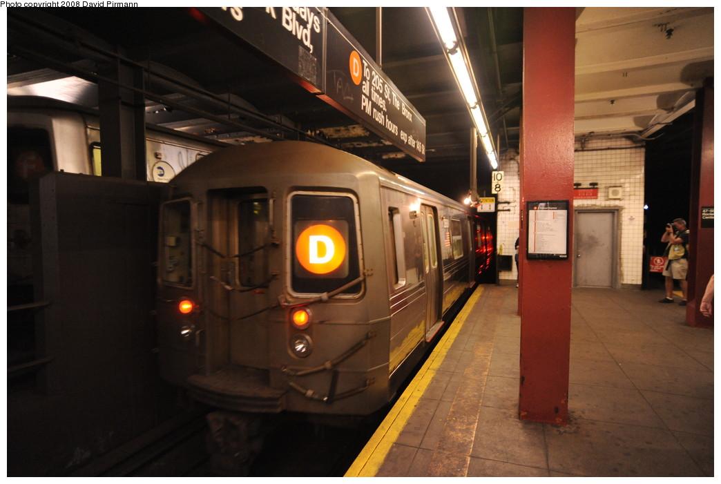 (223k, 1044x701)<br><b>Country:</b> United States<br><b>City:</b> New York<br><b>System:</b> New York City Transit<br><b>Line:</b> IND 6th Avenue Line<br><b>Location:</b> 47-50th Street/Rockefeller Center <br><b>Route:</b> D<br><b>Car:</b> R-68 (Westinghouse-Amrail, 1986-1988)  2688 <br><b>Photo by:</b> David Pirmann<br><b>Date:</b> 8/27/2008<br><b>Viewed (this week/total):</b> 0 / 1940