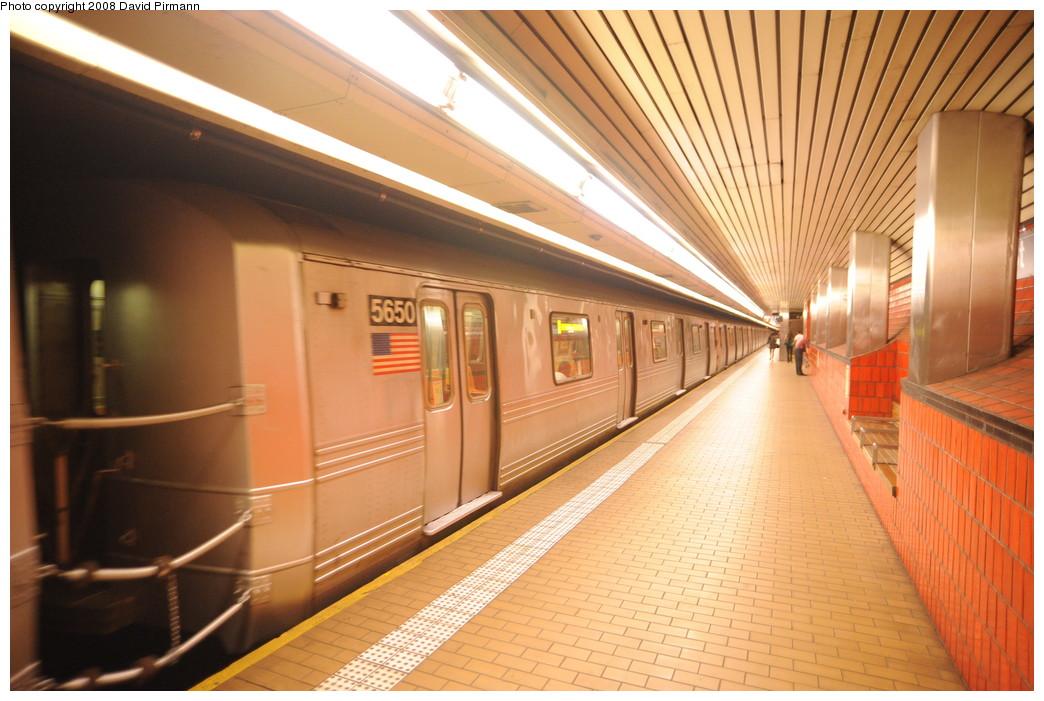 (260k, 1044x701)<br><b>Country:</b> United States<br><b>City:</b> New York<br><b>System:</b> New York City Transit<br><b>Line:</b> IND 63rd Street<br><b>Location:</b> Lexington Avenue-63rd Street <br><b>Route:</b> F<br><b>Car:</b> R-46 (Pullman-Standard, 1974-75) 5650 <br><b>Photo by:</b> David Pirmann<br><b>Date:</b> 8/27/2008<br><b>Viewed (this week/total):</b> 2 / 2006