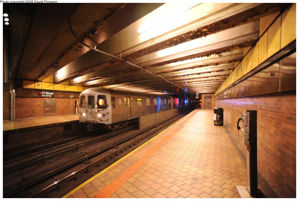 (265k, 1044x701)<br><b>Country:</b> United States<br><b>City:</b> New York<br><b>System:</b> New York City Transit<br><b>Line:</b> IND 63rd Street<br><b>Location:</b> 21st Street/Queensbridge <br><b>Route:</b> F<br><b>Car:</b> R-46 (Pullman-Standard, 1974-75) 5604 <br><b>Photo by:</b> David Pirmann<br><b>Date:</b> 8/27/2008<br><b>Viewed (this week/total):</b> 2 / 2473