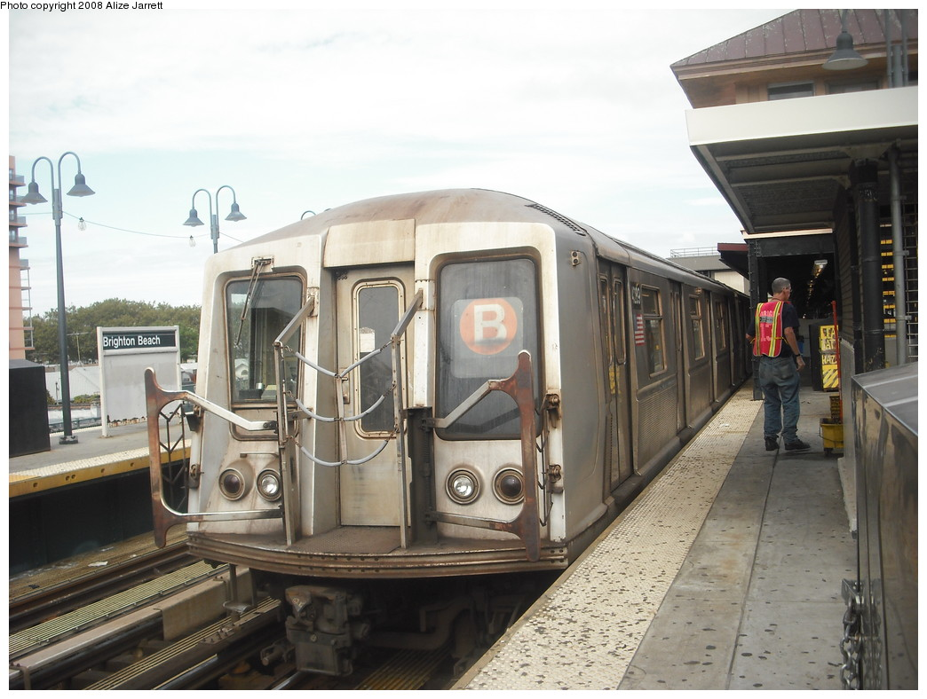(203k, 1044x788)<br><b>Country:</b> United States<br><b>City:</b> New York<br><b>System:</b> New York City Transit<br><b>Line:</b> BMT Brighton Line<br><b>Location:</b> Brighton Beach <br><b>Route:</b> B<br><b>Car:</b> R-40 (St. Louis, 1968)  4289 <br><b>Photo by:</b> Alize Jarrett<br><b>Date:</b> 8/29/2008<br><b>Viewed (this week/total):</b> 2 / 1692