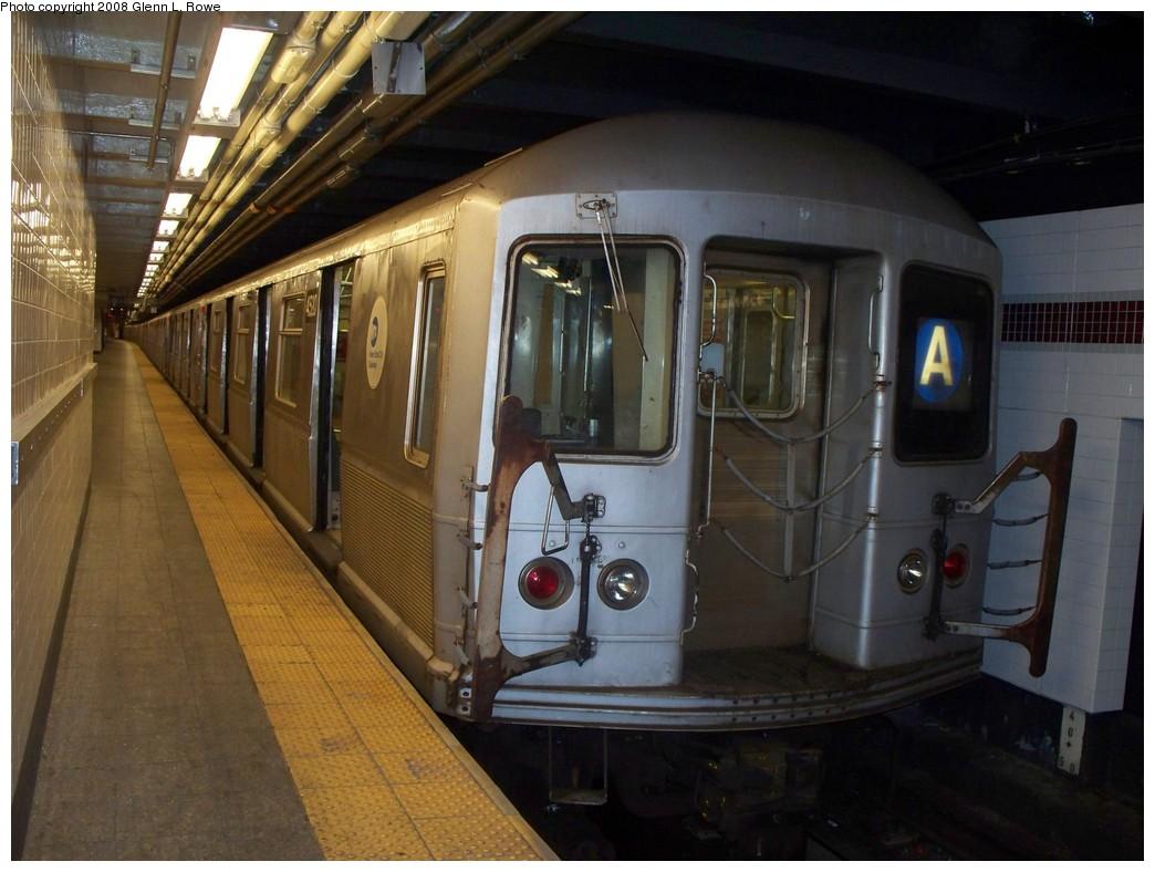 (200k, 1044x788)<br><b>Country:</b> United States<br><b>City:</b> New York<br><b>System:</b> New York City Transit<br><b>Line:</b> IND 8th Avenue Line<br><b>Location:</b> 207th Street <br><b>Route:</b> A<br><b>Car:</b> R-40M (St. Louis, 1969)  4520 <br><b>Photo by:</b> Glenn L. Rowe<br><b>Date:</b> 8/27/2008<br><b>Viewed (this week/total):</b> 0 / 1016