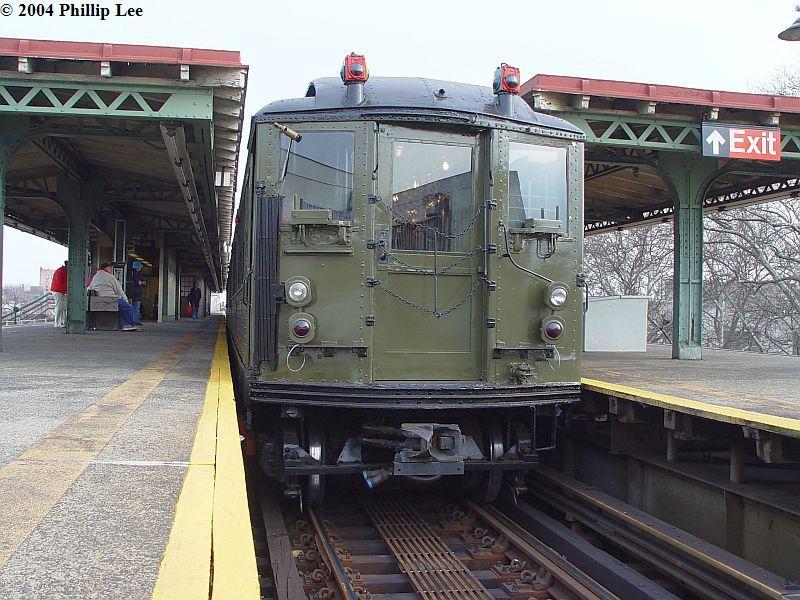 (115k, 800x600)<br><b>Country:</b> United States<br><b>City:</b> New York<br><b>System:</b> New York City Transit<br><b>Line:</b> IRT Pelham Line<br><b>Location:</b> East 177th Street/Parkchester <br><b>Route:</b> Fan Trip<br><b>Car:</b> Low-V (Museum Train)  <br><b>Photo by:</b> Phillip Lee<br><b>Date:</b> 12/19/2004<br><b>Viewed (this week/total):</b> 1 / 1157