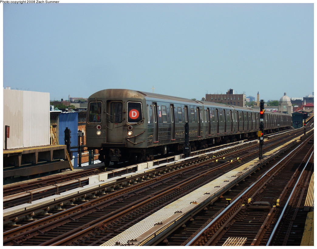 (284k, 1044x821)<br><b>Country:</b> United States<br><b>City:</b> New York<br><b>System:</b> New York City Transit<br><b>Line:</b> BMT West End Line<br><b>Location:</b> 20th Avenue <br><b>Route:</b> D<br><b>Car:</b> R-68 (Westinghouse-Amrail, 1986-1988)  27x6 <br><b>Photo by:</b> Zach Summer<br><b>Date:</b> 7/20/2008<br><b>Viewed (this week/total):</b> 4 / 1352