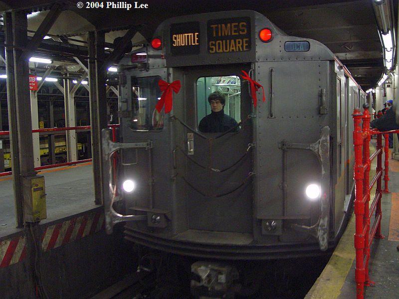 (83k, 800x600)<br><b>Country:</b> United States<br><b>City:</b> New York<br><b>System:</b> New York City Transit<br><b>Line:</b> IRT Times Square-Grand Central Shuttle<br><b>Location:</b> Times Square <br><b>Route:</b> Museum Train Service (S)<br><b>Car:</b> R-12 (American Car & Foundry, 1948) 5760 <br><b>Photo by:</b> Phillip Lee<br><b>Date:</b> 12/19/2004<br><b>Viewed (this week/total):</b> 1 / 1778