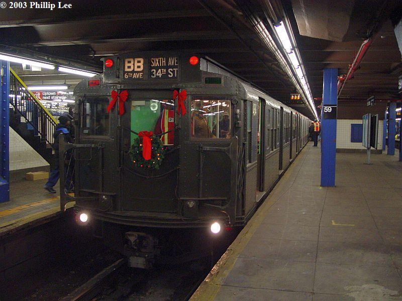(86k, 800x600)<br><b>Country:</b> United States<br><b>City:</b> New York<br><b>System:</b> New York City Transit<br><b>Line:</b> IND 8th Avenue Line<br><b>Location:</b> 59th Street/Columbus Circle <br><b>Route:</b> Fan Trip<br><b>Car:</b> R-4 (American Car & Foundry, 1932-1933) 484 <br><b>Photo by:</b> Phillip Lee<br><b>Date:</b> 12/27/2003<br><b>Viewed (this week/total):</b> 0 / 1572
