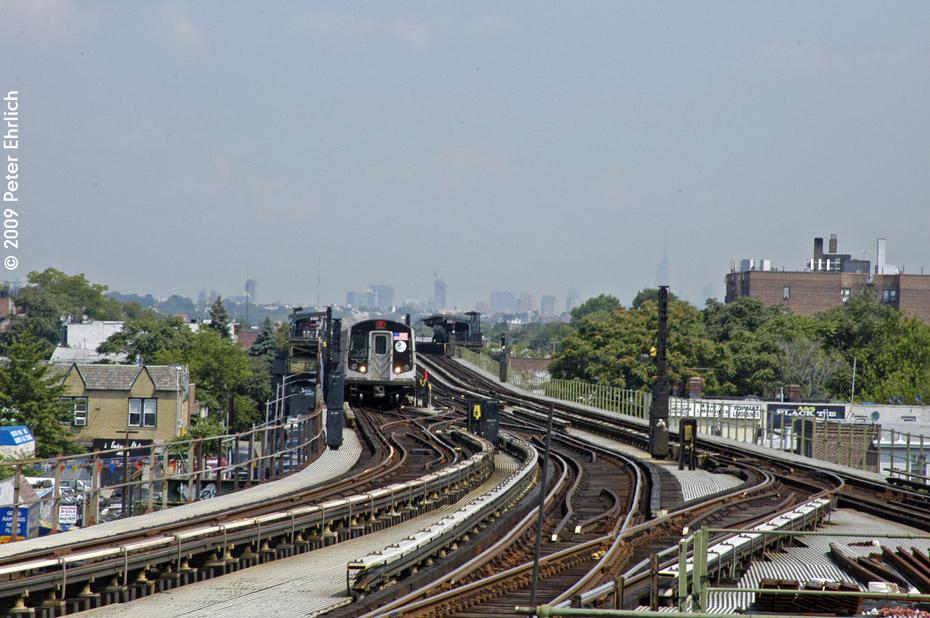 (218k, 930x618)<br><b>Country:</b> United States<br><b>City:</b> New York<br><b>System:</b> New York City Transit<br><b>Line:</b> BMT Culver Line<br><b>Location:</b> Kings Highway <br><b>Route:</b> F<br><b>Car:</b> R-160A (Option 1) (Alstom, 2008-2009, 5 car sets)  9233 <br><b>Photo by:</b> Peter Ehrlich<br><b>Date:</b> 7/22/2009<br><b>Notes:</b> Outbound<br><b>Viewed (this week/total):</b> 0 / 1535
