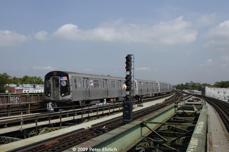 (177k, 930x618)<br><b>Country:</b> United States<br><b>City:</b> New York<br><b>System:</b> New York City Transit<br><b>Line:</b> BMT Culver Line<br><b>Location:</b> Kings Highway <br><b>Route:</b> F<br><b>Car:</b> R-160A (Option 1) (Alstom, 2008-2009, 5 car sets)  9233 <br><b>Photo by:</b> Peter Ehrlich<br><b>Date:</b> 7/22/2009<br><b>Notes:</b> Outbound<br><b>Viewed (this week/total):</b> 0 / 1054