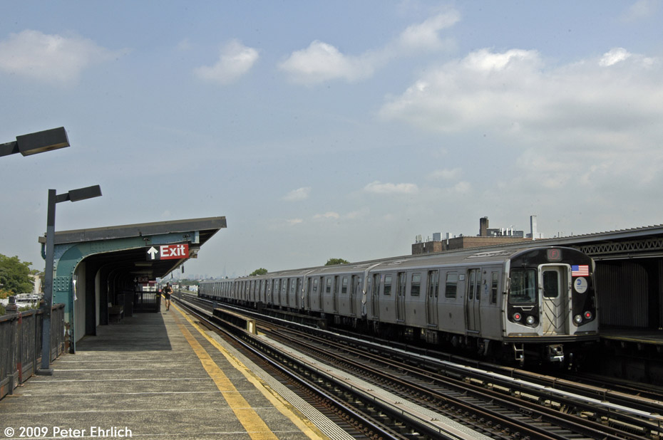 (167k, 930x618)<br><b>Country:</b> United States<br><b>City:</b> New York<br><b>System:</b> New York City Transit<br><b>Line:</b> BMT Culver Line<br><b>Location:</b> Avenue P <br><b>Route:</b> F<br><b>Car:</b> R-160A (Option 1) (Alstom, 2008-2009, 5 car sets)  9233 <br><b>Photo by:</b> Peter Ehrlich<br><b>Date:</b> 7/22/2009<br><b>Notes:</b> Inbound<br><b>Viewed (this week/total):</b> 0 / 1077