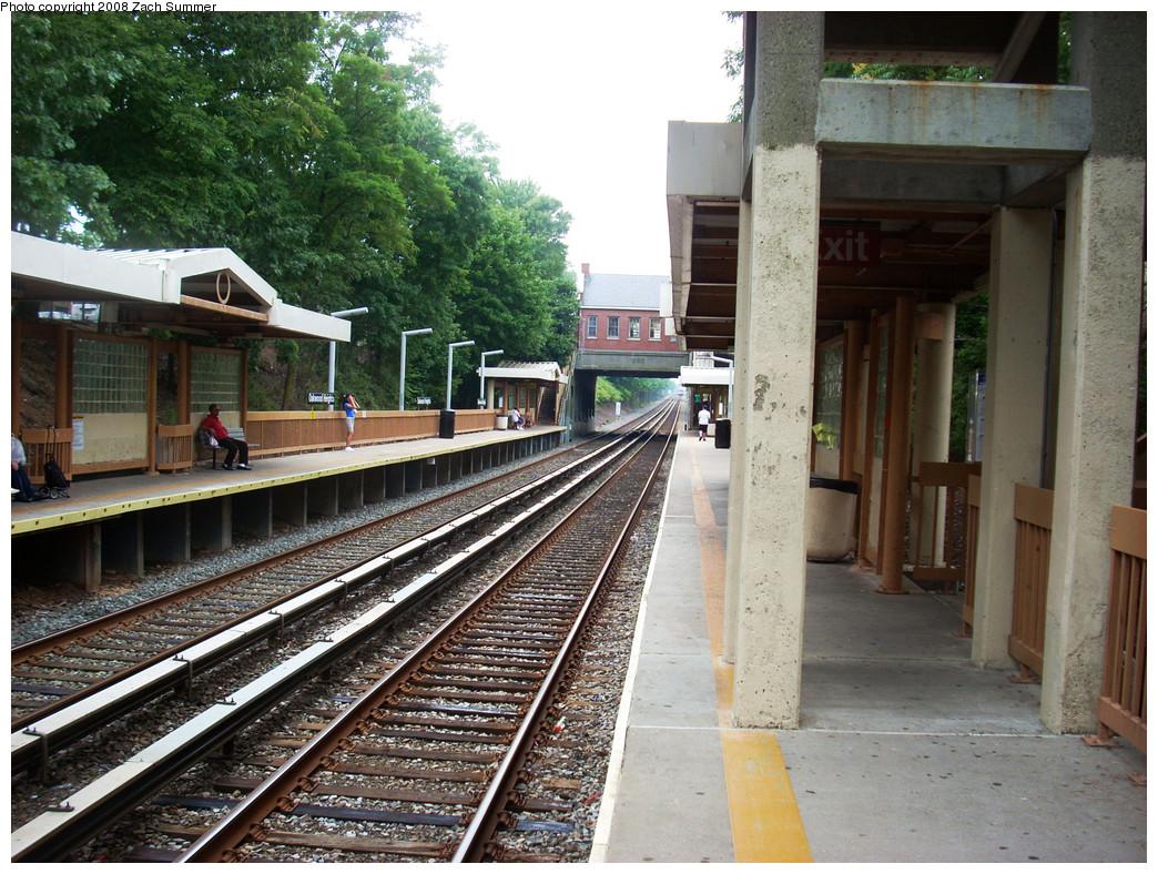 (348k, 1044x788)<br><b>Country:</b> United States<br><b>City:</b> New York<br><b>System:</b> New York City Transit<br><b>Line:</b> SIRT<br><b>Location:</b> Oakwood Heights <br><b>Photo by:</b> Zach Summer<br><b>Date:</b> 7/30/2008<br><b>Notes:</b> Station view.<br><b>Viewed (this week/total):</b> 0 / 1096