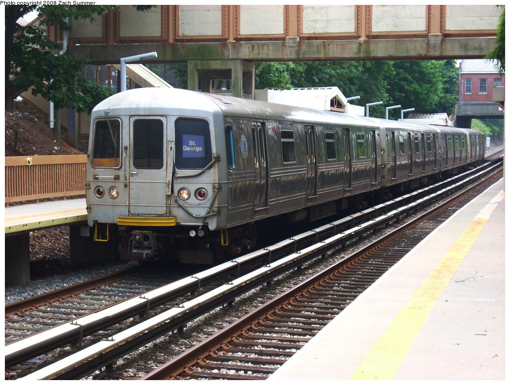 (323k, 1044x788)<br><b>Country:</b> United States<br><b>City:</b> New York<br><b>System:</b> New York City Transit<br><b>Line:</b> SIRT<br><b>Location:</b> Oakwood Heights <br><b>Car:</b> R-44 SIRT (St. Louis, 1971-1973) 466 <br><b>Photo by:</b> Zach Summer<br><b>Date:</b> 7/30/2008<br><b>Viewed (this week/total):</b> 3 / 2939