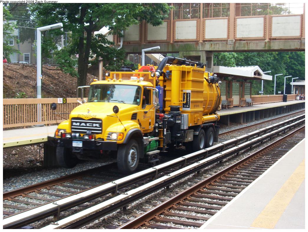 (375k, 1044x788)<br><b>Country:</b> United States<br><b>City:</b> New York<br><b>System:</b> New York City Transit<br><b>Line:</b> SIRT<br><b>Location:</b> Oakwood Heights <br><b>Route:</b> Work Service<br><b>Photo by:</b> Zach Summer<br><b>Date:</b> 7/30/2008<br><b>Viewed (this week/total):</b> 0 / 1860
