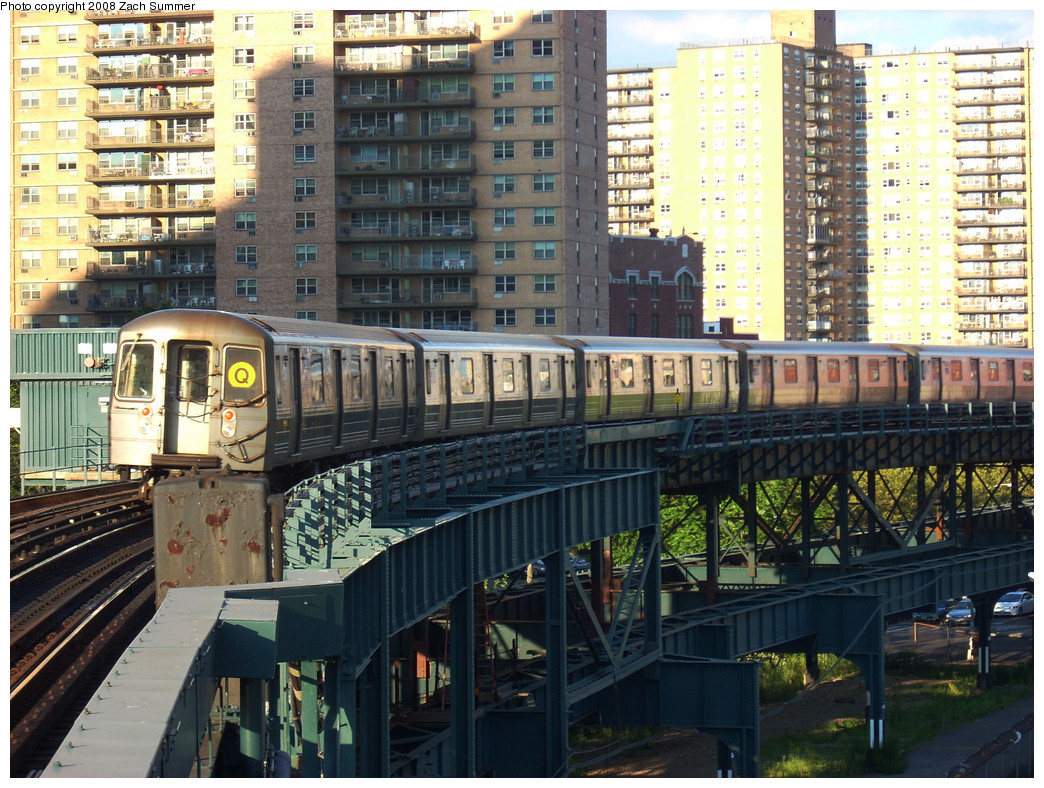 (355k, 1044x788)<br><b>Country:</b> United States<br><b>City:</b> New York<br><b>System:</b> New York City Transit<br><b>Line:</b> BMT Brighton Line<br><b>Location:</b> West 8th Street <br><b>Route:</b> Q<br><b>Car:</b> R-68A (Kawasaki, 1988-1989)  5092 <br><b>Photo by:</b> Zach Summer<br><b>Date:</b> 8/1/2008<br><b>Viewed (this week/total):</b> 0 / 1437
