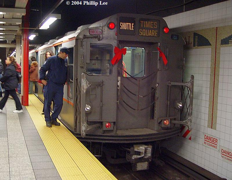 (93k, 800x620)<br><b>Country:</b> United States<br><b>City:</b> New York<br><b>System:</b> New York City Transit<br><b>Line:</b> IRT Times Square-Grand Central Shuttle<br><b>Location:</b> Grand Central <br><b>Route:</b> Fan Trip<br><b>Car:</b> R-12 (American Car & Foundry, 1948) 5760 <br><b>Photo by:</b> Phillip Lee<br><b>Date:</b> 12/19/2004<br><b>Viewed (this week/total):</b> 0 / 1351