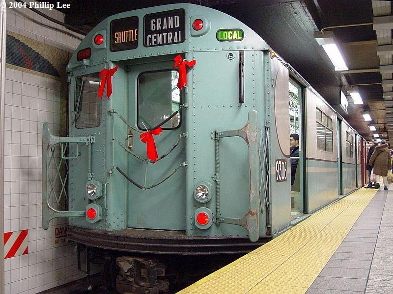 (109k, 800x600)<br><b>Country:</b> United States<br><b>City:</b> New York<br><b>System:</b> New York City Transit<br><b>Line:</b> IRT Times Square-Grand Central Shuttle<br><b>Location:</b> Grand Central <br><b>Route:</b> Fan Trip<br><b>Car:</b> R-33 World's Fair (St. Louis, 1963-64) 9306 <br><b>Photo by:</b> Phillip Lee<br><b>Date:</b> 12/19/2004<br><b>Viewed (this week/total):</b> 0 / 1174