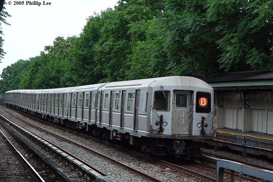 (151k, 900x600)<br><b>Country:</b> United States<br><b>City:</b> New York<br><b>System:</b> New York City Transit<br><b>Line:</b> BMT Brighton Line<br><b>Location:</b> Avenue J <br><b>Route:</b> B<br><b>Car:</b> R-40M (St. Louis, 1969)   <br><b>Photo by:</b> Phillip Lee<br><b>Date:</b> 7/28/2005<br><b>Viewed (this week/total):</b> 0 / 1567