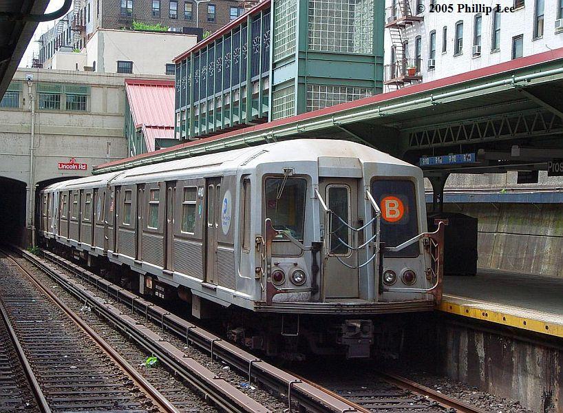 (152k, 818x600)<br><b>Country:</b> United States<br><b>City:</b> New York<br><b>System:</b> New York City Transit<br><b>Line:</b> BMT Brighton Line<br><b>Location:</b> Prospect Park <br><b>Route:</b> B<br><b>Car:</b> R-40 (St. Louis, 1968)   <br><b>Photo by:</b> Phillip Lee<br><b>Date:</b> 7/28/2005<br><b>Viewed (this week/total):</b> 1 / 1595