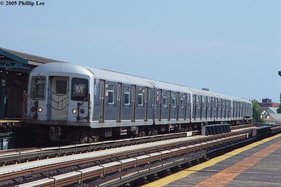 (98k, 900x600)<br><b>Country:</b> United States<br><b>City:</b> New York<br><b>System:</b> New York City Transit<br><b>Line:</b> BMT West End Line<br><b>Location:</b> 18th Avenue <br><b>Route:</b> M<br><b>Car:</b> R-42 (St. Louis, 1969-1970)   <br><b>Photo by:</b> Phillip Lee<br><b>Date:</b> 7/28/2005<br><b>Viewed (this week/total):</b> 6 / 1346