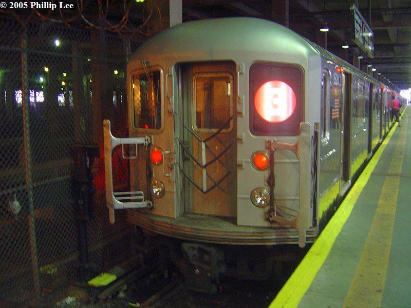 (82k, 800x600)<br><b>Country:</b> United States<br><b>City:</b> New York<br><b>System:</b> New York City Transit<br><b>Line:</b> IRT Lenox Line<br><b>Location:</b> 148th Street/Lenox Terminal <br><b>Route:</b> 3<br><b>Car:</b> R-62 (Kawasaki, 1983-1985)  1520 <br><b>Photo by:</b> Phillip Lee<br><b>Date:</b> 6/30/2005<br><b>Viewed (this week/total):</b> 2 / 1652