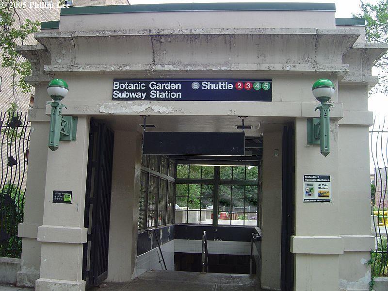 (101k, 800x600)<br><b>Country:</b> United States<br><b>City:</b> New York<br><b>System:</b> New York City Transit<br><b>Line:</b> BMT Franklin<br><b>Location:</b> Botanic Garden <br><b>Photo by:</b> Phillip Lee<br><b>Date:</b> 8/7/2005<br><b>Notes:</b> Station entrance.<br><b>Viewed (this week/total):</b> 0 / 2063