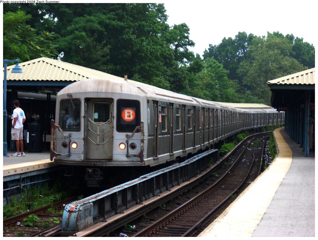 (287k, 1044x788)<br><b>Country:</b> United States<br><b>City:</b> New York<br><b>System:</b> New York City Transit<br><b>Line:</b> BMT Brighton Line<br><b>Location:</b> Sheepshead Bay <br><b>Route:</b> B<br><b>Car:</b> R-40M (St. Louis, 1969)  4528 <br><b>Photo by:</b> Zach Summer<br><b>Date:</b> 7/23/2008<br><b>Viewed (this week/total):</b> 0 / 1549