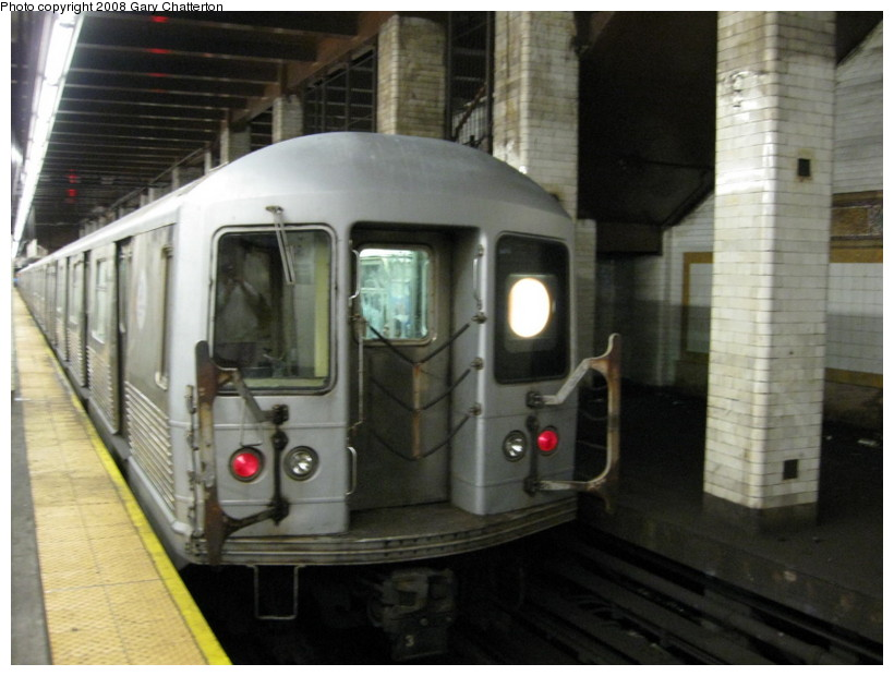 (118k, 820x620)<br><b>Country:</b> United States<br><b>City:</b> New York<br><b>System:</b> New York City Transit<br><b>Line:</b> BMT Nassau Street/Jamaica Line<br><b>Location:</b> Chambers Street <br><b>Route:</b> Z<br><b>Car:</b> R-42 (St. Louis, 1969-1970)  4833 <br><b>Photo by:</b> Gary Chatterton<br><b>Date:</b> 9/10/2008<br><b>Viewed (this week/total):</b> 1 / 2428