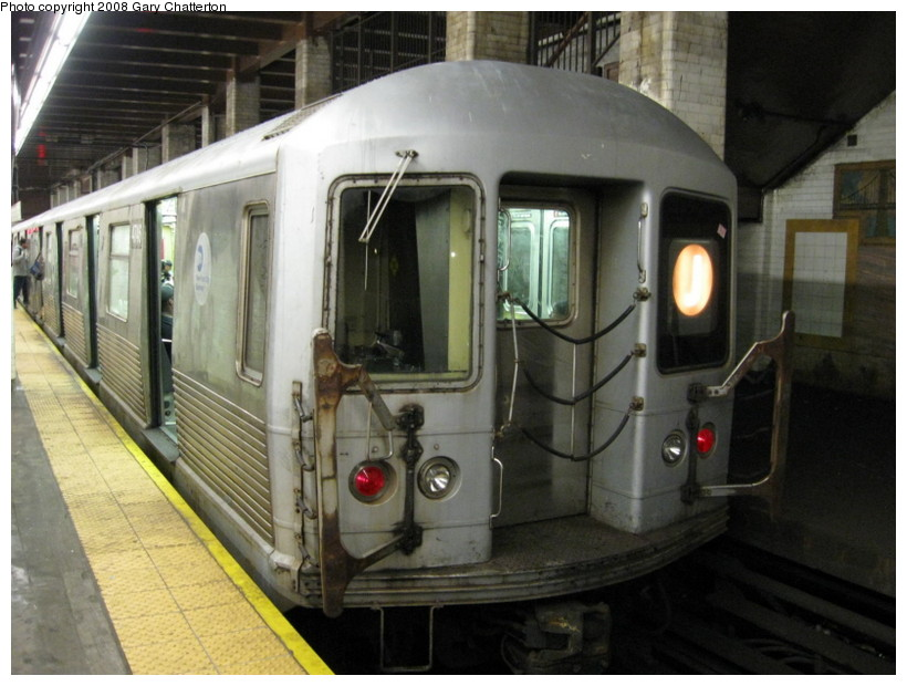 (130k, 820x620)<br><b>Country:</b> United States<br><b>City:</b> New York<br><b>System:</b> New York City Transit<br><b>Line:</b> BMT Nassau Street/Jamaica Line<br><b>Location:</b> Chambers Street <br><b>Route:</b> J<br><b>Car:</b> R-42 (St. Louis, 1969-1970)  4746 <br><b>Photo by:</b> Gary Chatterton<br><b>Date:</b> 9/10/2008<br><b>Viewed (this week/total):</b> 0 / 1986