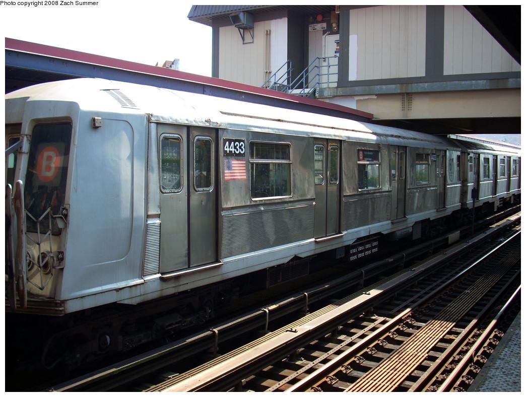 (284k, 1044x788)<br><b>Country:</b> United States<br><b>City:</b> New York<br><b>System:</b> New York City Transit<br><b>Line:</b> BMT Brighton Line<br><b>Location:</b> Brighton Beach <br><b>Route:</b> B<br><b>Car:</b> R-40 (St. Louis, 1968)  4433 <br><b>Photo by:</b> Zach Summer<br><b>Date:</b> 7/21/2008<br><b>Viewed (this week/total):</b> 1 / 1167