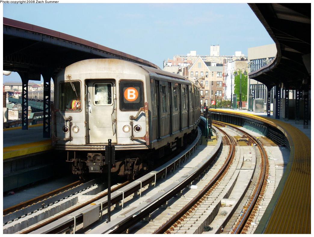 (330k, 1044x788)<br><b>Country:</b> United States<br><b>City:</b> New York<br><b>System:</b> New York City Transit<br><b>Line:</b> BMT Brighton Line<br><b>Location:</b> Ocean Parkway <br><b>Route:</b> B yard move<br><b>Car:</b> R-40M (St. Louis, 1969)  4502 <br><b>Photo by:</b> Zach Summer<br><b>Date:</b> 7/21/2008<br><b>Viewed (this week/total):</b> 4 / 1747
