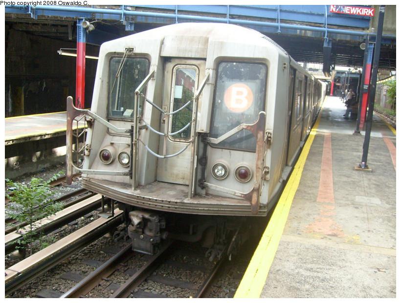 (200k, 820x620)<br><b>Country:</b> United States<br><b>City:</b> New York<br><b>System:</b> New York City Transit<br><b>Line:</b> BMT Brighton Line<br><b>Location:</b> Newkirk Plaza (fmrly Newkirk Ave.) <br><b>Route:</b> B<br><b>Car:</b> R-40 (St. Louis, 1968)   <br><b>Photo by:</b> Oswaldo C.<br><b>Date:</b> 9/19/2008<br><b>Viewed (this week/total):</b> 1 / 1488