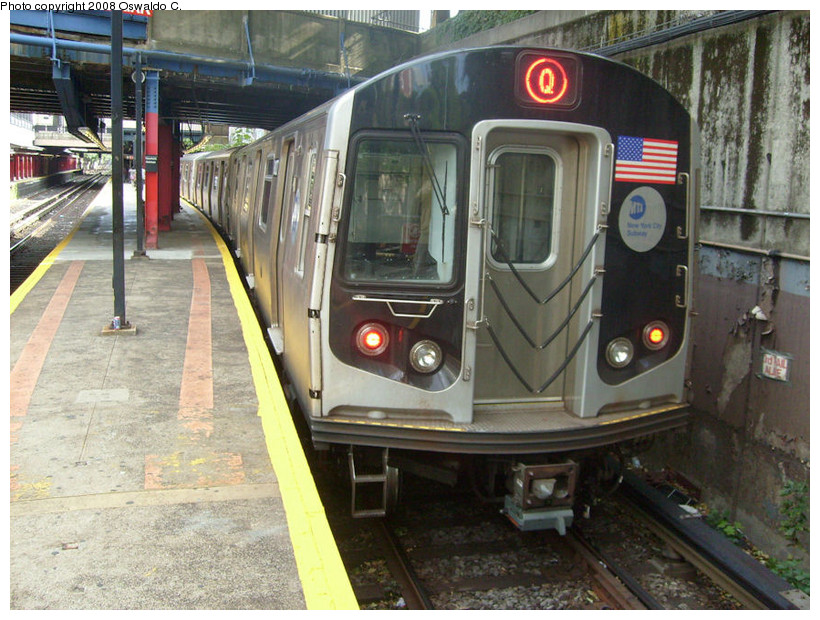 (198k, 820x620)<br><b>Country:</b> United States<br><b>City:</b> New York<br><b>System:</b> New York City Transit<br><b>Line:</b> BMT Brighton Line<br><b>Location:</b> Newkirk Plaza (fmrly Newkirk Ave.) <br><b>Route:</b> Q<br><b>Car:</b> R-160A/R-160B Series (Number Unknown)  <br><b>Photo by:</b> Oswaldo C.<br><b>Date:</b> 9/19/2008<br><b>Viewed (this week/total):</b> 5 / 2376