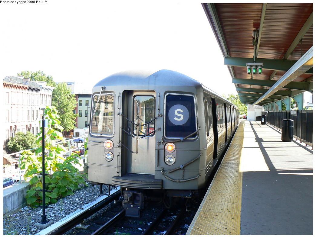 (282k, 1044x788)<br><b>Country:</b> United States<br><b>City:</b> New York<br><b>System:</b> New York City Transit<br><b>Line:</b> BMT Franklin<br><b>Location:</b> Franklin Avenue <br><b>Route:</b> Franklin Shuttle<br><b>Car:</b> R-68 (Westinghouse-Amrail, 1986-1988)  2920 <br><b>Photo by:</b> Paul P.<br><b>Date:</b> 8/26/2008<br><b>Viewed (this week/total):</b> 0 / 2353