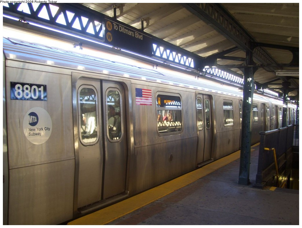 (195k, 1044x791)<br><b>Country:</b> United States<br><b>City:</b> New York<br><b>System:</b> New York City Transit<br><b>Line:</b> BMT Astoria Line<br><b>Location:</b> 36th/Washington Aves. <br><b>Route:</b> W<br><b>Car:</b> R-160B (Kawasaki, 2005-2008)  8801 <br><b>Photo by:</b> Roberto C. Tobar<br><b>Date:</b> 9/19/2008<br><b>Viewed (this week/total):</b> 0 / 2354