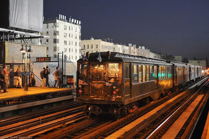 (165k, 850x566)<br><b>Country:</b> United States<br><b>City:</b> New York<br><b>System:</b> New York City Transit<br><b>Line:</b> IRT Woodlawn Line<br><b>Location:</b> 161st Street/River Avenue (Yankee Stadium) <br><b>Route:</b> Museum Train Service<br><b>Car:</b> Low-V (Museum Train) 5292 <br><b>Photo by:</b> Fred Guenther<br><b>Date:</b> 9/21/2008<br><b>Notes:</b> Yankee Stadium closing day special<br><b>Viewed (this week/total):</b> 0 / 3243