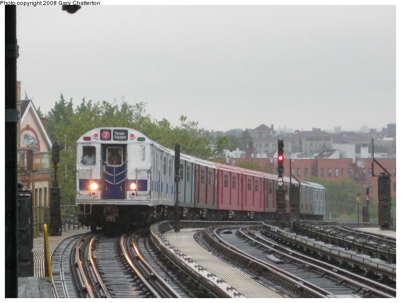 (124k, 820x620)<br><b>Country:</b> United States<br><b>City:</b> New York<br><b>System:</b> New York City Transit<br><b>Line:</b> IRT Flushing Line<br><b>Location:</b> 52nd Street/Lincoln Avenue <br><b>Route:</b> Museum Train Service (7)<br><b>Car:</b> R-33 Main Line (St. Louis, 1962-63) 9010 <br><b>Photo by:</b> Gary Chatterton<br><b>Date:</b> 9/28/2008<br><b>Notes:</b> Shea Stadium closing day special<br><b>Viewed (this week/total):</b> 0 / 1809