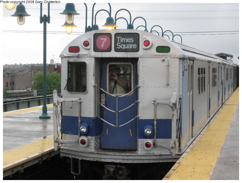 (125k, 820x620)<br><b>Country:</b> United States<br><b>City:</b> New York<br><b>System:</b> New York City Transit<br><b>Line:</b> IRT Flushing Line<br><b>Location:</b> 61st Street/Woodside <br><b>Route:</b> Museum Train Service (7)<br><b>Car:</b> R-33 Main Line (St. Louis, 1962-63) 9010 <br><b>Photo by:</b> Gary Chatterton<br><b>Date:</b> 9/28/2008<br><b>Notes:</b> Shea Stadium closing day special<br><b>Viewed (this week/total):</b> 0 / 1668
