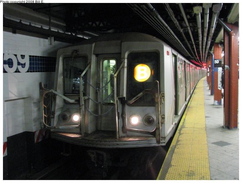 (144k, 820x620)<br><b>Country:</b> United States<br><b>City:</b> New York<br><b>System:</b> New York City Transit<br><b>Line:</b> IND 8th Avenue Line<br><b>Location:</b> 59th Street/Columbus Circle <br><b>Route:</b> B<br><b>Car:</b> R-40 (St. Louis, 1968)   <br><b>Photo by:</b> Bill E.<br><b>Date:</b> 10/1/2008<br><b>Viewed (this week/total):</b> 0 / 1937