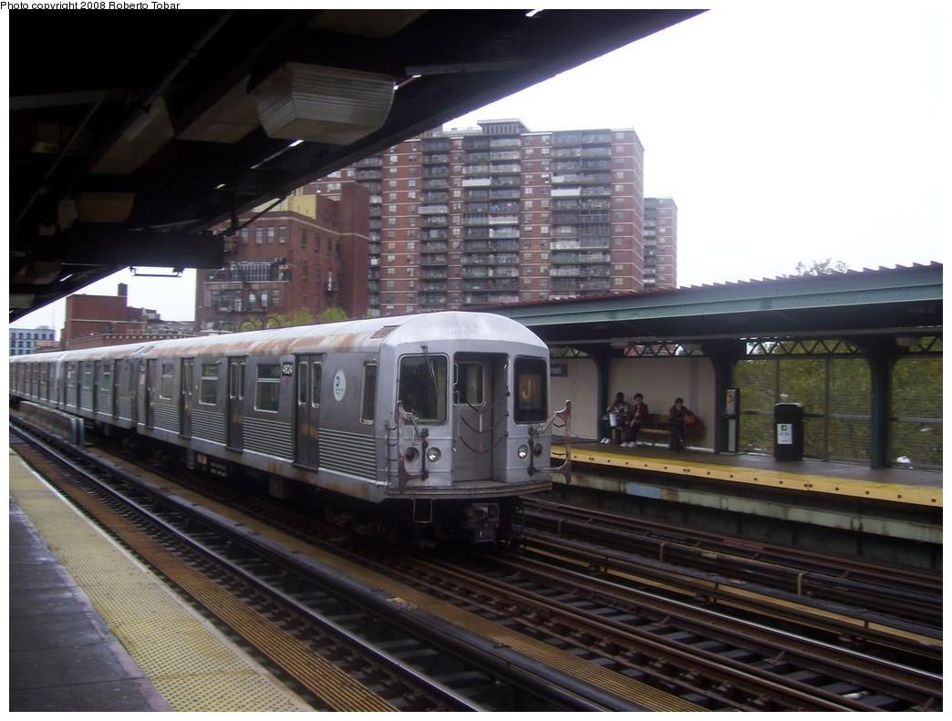 (192k, 1044x791)<br><b>Country:</b> United States<br><b>City:</b> New York<br><b>System:</b> New York City Transit<br><b>Line:</b> BMT Nassau Street/Jamaica Line<br><b>Location:</b> Lorimer Street <br><b>Route:</b> J<br><b>Car:</b> R-42 (St. Louis, 1969-1970)  4824 <br><b>Photo by:</b> Roberto C. Tobar<br><b>Date:</b> 9/26/2008<br><b>Viewed (this week/total):</b> 1 / 1425