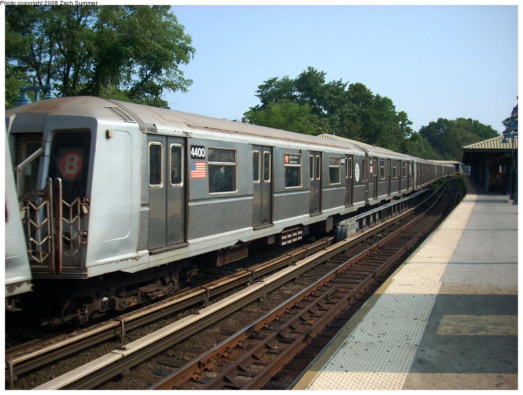 (307k, 1044x788)<br><b>Country:</b> United States<br><b>City:</b> New York<br><b>System:</b> New York City Transit<br><b>Line:</b> BMT Brighton Line<br><b>Location:</b> Sheepshead Bay <br><b>Route:</b> B<br><b>Car:</b> R-40 (St. Louis, 1968)  4400 <br><b>Photo by:</b> Zach Summer<br><b>Date:</b> 7/29/2008<br><b>Viewed (this week/total):</b> 2 / 985