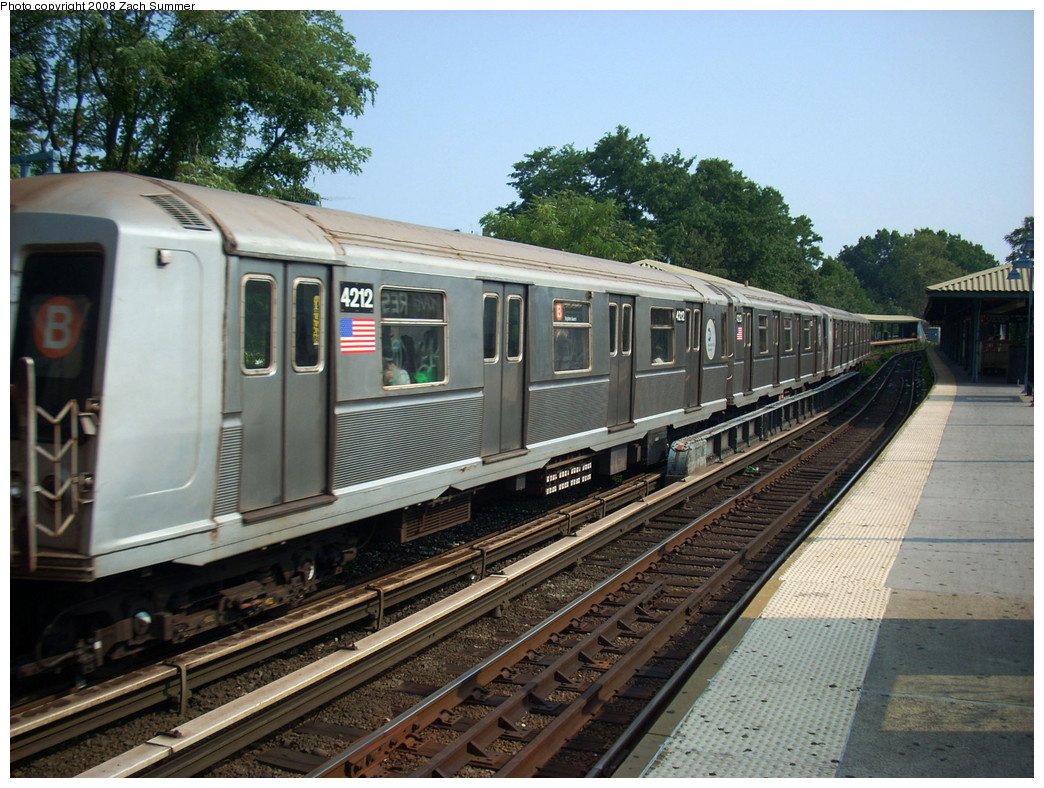(307k, 1044x788)<br><b>Country:</b> United States<br><b>City:</b> New York<br><b>System:</b> New York City Transit<br><b>Line:</b> BMT Brighton Line<br><b>Location:</b> Sheepshead Bay <br><b>Route:</b> B<br><b>Car:</b> R-40 (St. Louis, 1968)  4212 <br><b>Photo by:</b> Zach Summer<br><b>Date:</b> 7/29/2008<br><b>Viewed (this week/total):</b> 0 / 1061