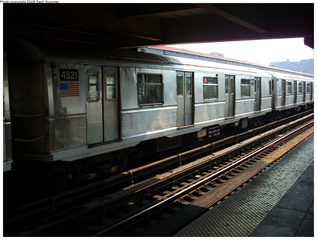 (261k, 1044x788)<br><b>Country:</b> United States<br><b>City:</b> New York<br><b>System:</b> New York City Transit<br><b>Line:</b> BMT Brighton Line<br><b>Location:</b> Brighton Beach <br><b>Route:</b> B<br><b>Car:</b> R-40M (St. Louis, 1969)  4521 <br><b>Photo by:</b> Zach Summer<br><b>Date:</b> 7/29/2008<br><b>Viewed (this week/total):</b> 0 / 988