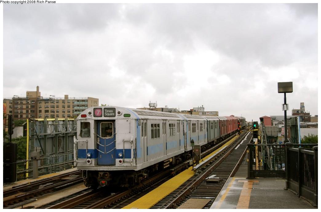 (148k, 1044x690)<br><b>Country:</b> United States<br><b>City:</b> New York<br><b>System:</b> New York City Transit<br><b>Line:</b> IRT Flushing Line<br><b>Location:</b> 69th Street/Fisk Avenue <br><b>Route:</b> Museum Train Service (7)<br><b>Car:</b> R-33 World's Fair (St. Louis, 1963-64) 9306 <br><b>Photo by:</b> Richard Panse<br><b>Date:</b> 9/28/2008<br><b>Viewed (this week/total):</b> 0 / 1343
