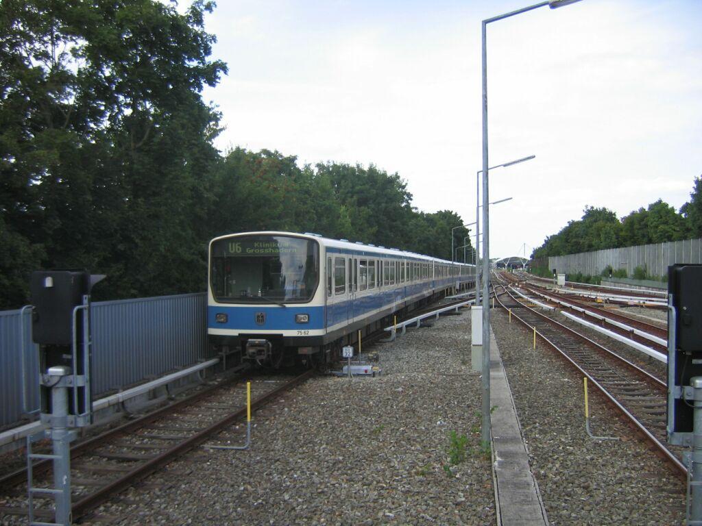 (130k, 1024x768)<br><b>Country:</b> Germany<br><b>City:</b> Munich<br><b>System:</b> München Verkehrsgesellschaft (MVG) <br><b>Line:</b> Munich U-Bahn U6<br><b>Location:</b> Kieferngarten <br><b>Route:</b> U6<br><b>Car:</b>  7562 <br><b>Photo by:</b> Jos Straathof<br><b>Date:</b> 8/14/2008<br><b>Viewed (this week/total):</b> 0 / 635