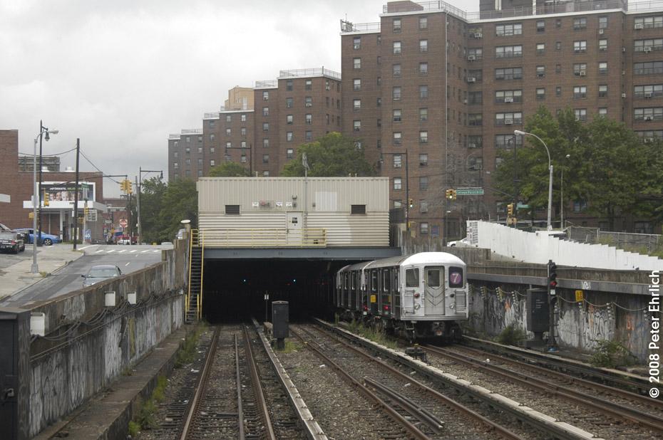 (211k, 930x618)<br><b>Country:</b> United States<br><b>City:</b> New York<br><b>System:</b> New York City Transit<br><b>Line:</b> IRT Flushing Line<br><b>Location:</b> Main St. Tunnel Portal <br><b>Route:</b> 7<br><b>Car:</b> R-62A (Bombardier, 1984-1987)  1656 <br><b>Photo by:</b> Peter Ehrlich<br><b>Date:</b> 9/28/2008<br><b>Notes:</b> Approaching Main Street Flushing outbound, trailing view.<br><b>Viewed (this week/total):</b> 0 / 4034