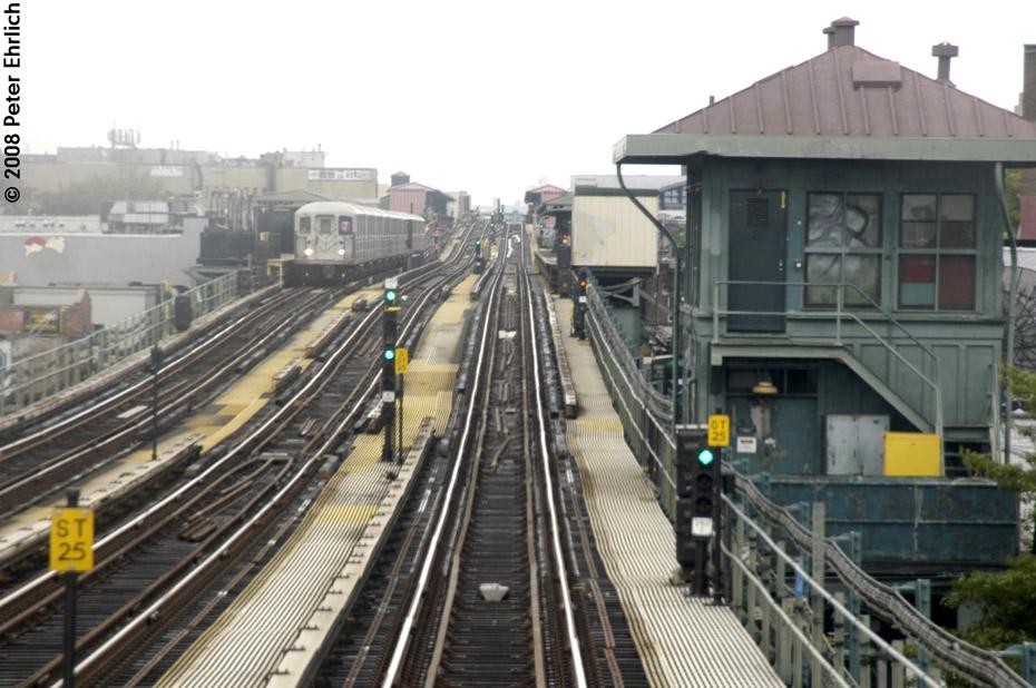 (207k, 930x618)<br><b>Country:</b> United States<br><b>City:</b> New York<br><b>System:</b> New York City Transit<br><b>Line:</b> IRT Flushing Line<br><b>Location:</b> 69th Street/Fisk Avenue <br><b>Route:</b> 7<br><b>Car:</b> R-62A (Bombardier, 1984-1987)  1686 <br><b>Photo by:</b> Peter Ehrlich<br><b>Date:</b> 9/28/2008<br><b>Notes:</b> 69 Street-Fisk Avenue, inbound train.<br><b>Viewed (this week/total):</b> 11 / 1822
