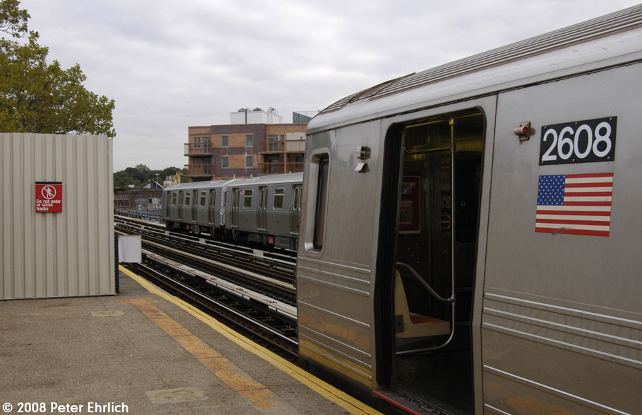(183k, 930x601)<br><b>Country:</b> United States<br><b>City:</b> New York<br><b>System:</b> New York City Transit<br><b>Line:</b> BMT West End Line<br><b>Location:</b> Fort Hamilton Parkway <br><b>Route:</b> D<br><b>Car:</b> R-68 (Westinghouse-Amrail, 1986-1988)  2608 <br><b>Photo by:</b> Peter Ehrlich<br><b>Date:</b> 9/30/2008<br><b>Notes:</b> With R160 8529 leaving inbound.<br><b>Viewed (this week/total):</b> 0 / 1484