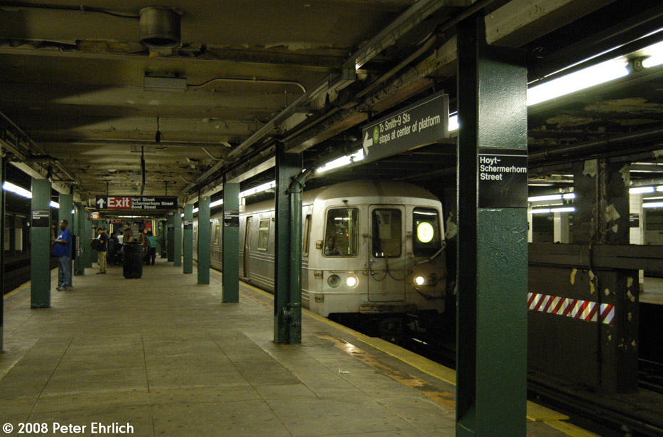 (204k, 930x613)<br><b>Country:</b> United States<br><b>City:</b> New York<br><b>System:</b> New York City Transit<br><b>Line:</b> IND Fulton Street Line<br><b>Location:</b> Hoyt-Schermerhorn Street <br><b>Route:</b> G<br><b>Car:</b> R-46 (Pullman-Standard, 1974-75) 6004 <br><b>Photo by:</b> Peter Ehrlich<br><b>Date:</b> 9/30/2008<br><b>Notes:</b> Hoyt-Schermerhorn Station.  G Line train southbound.<br><b>Viewed (this week/total):</b> 0 / 2651